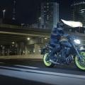 2018-Yamaha-MT-07-EU-Night-Fluo-Action-002