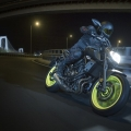 2018-Yamaha-MT-07-EU-Night-Fluo-Action-008