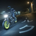 2018-Yamaha-MT-07-EU-Night-Fluo-Action-010