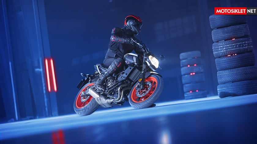 2019-Yamaha-MT07.Colors-08