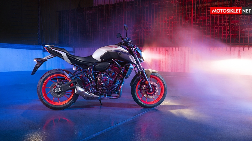 2019-Yamaha-MT07.Colors-12