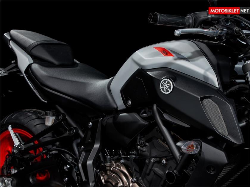 2019-Yamaha-MT07.Colors-24
