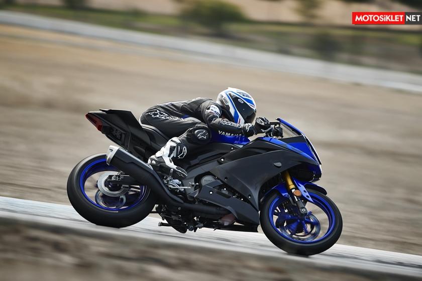 2019-Yamaha-YZF-R125-EU-Yamaha_Blue-Action-003