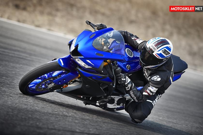 2019-Yamaha-YZF-R125-EU-Yamaha_Blue-Action-005