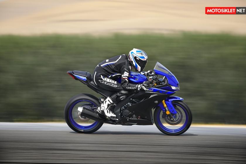 2019-Yamaha-YZF-R125-EU-Yamaha_Blue-Action-006
