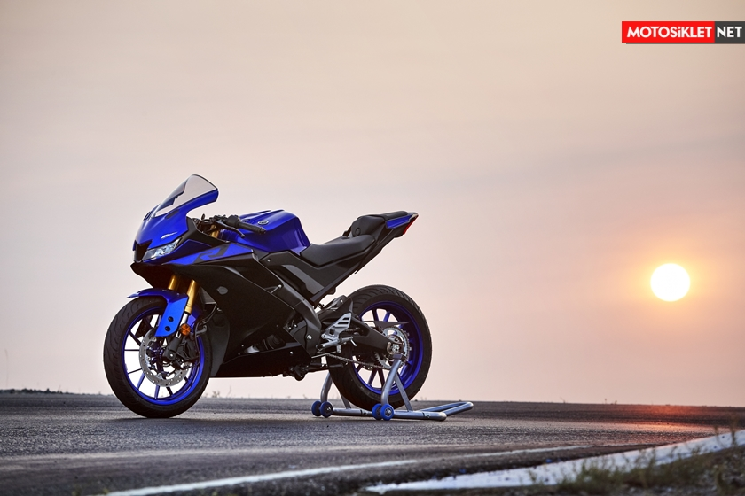 2019-Yamaha-YZF-R125-EU-Yamaha_Blue-Static-001