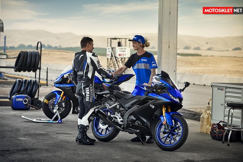 2019-Yamaha-YZF-R125-EU-Yamaha_Blue-Static-006