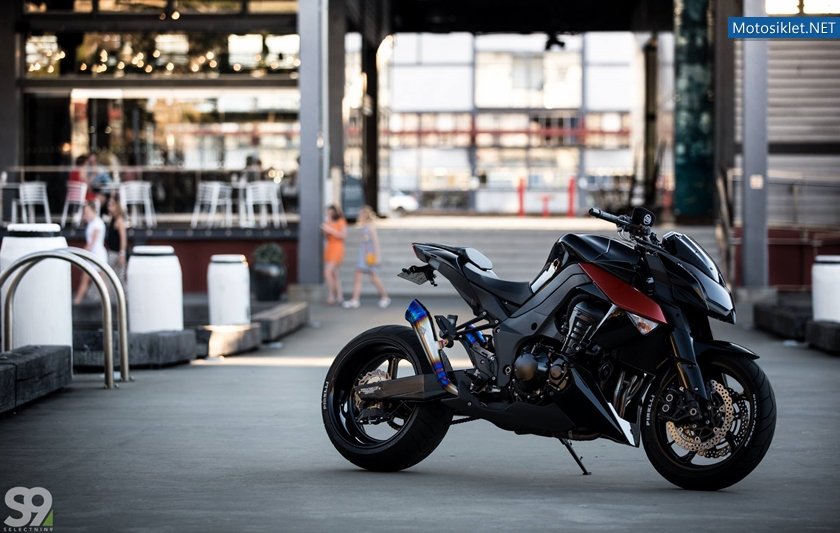 Kawasaki-Z1000-by-ZenGarage-016